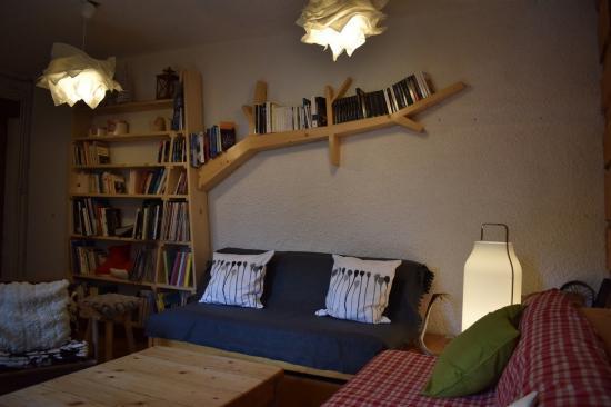 bibliothèque de la salle détente