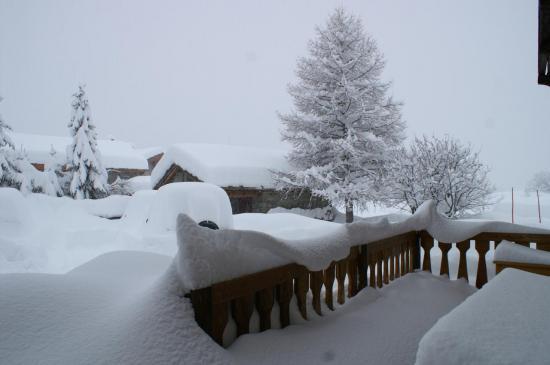 la terrasse au matin d'une nuit très neigeuse